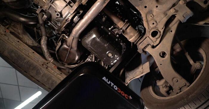 Wie Ölfilter VOLVO V50 (MW) 1.6 D 2004 austauschen - Schrittweise Handbücher und Videoanleitungen