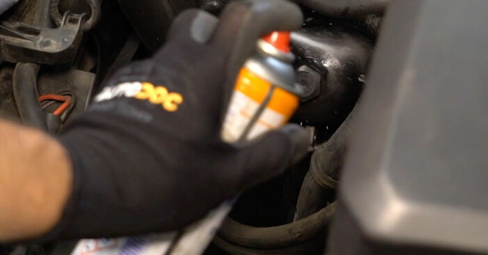 Wie VOLVO V50 1.8 FlexFuel 2007 Ölfilter ausbauen - Einfach zu verstehende Anleitungen online