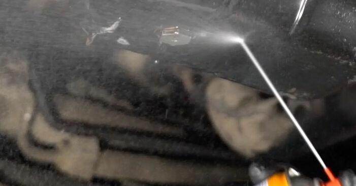 VOLVO V50 1.6 D Ölfilter ausbauen: Anweisungen und Video-Tutorials online
