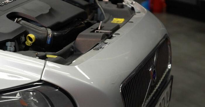 Ölfilter beim VOLVO V50 2.5 T5 2010 selber erneuern - DIY-Manual