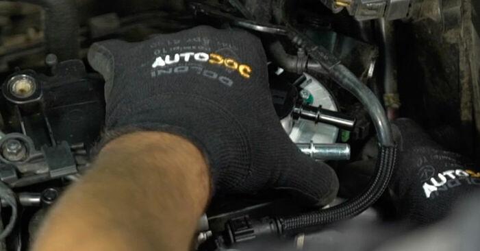 VOLVO V50 1.6 D Kraftstofffilter ausbauen: Anweisungen und Video-Tutorials online