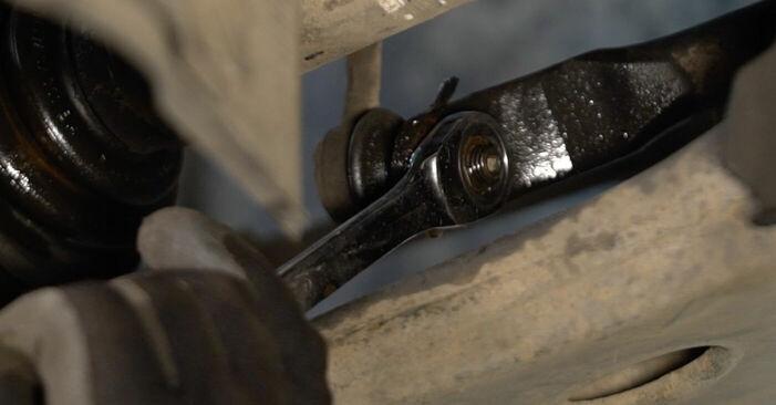Wie schwer ist es, selbst zu reparieren: Koppelstange Volvo v50 mw 2.4 D5 2009 Tausch - Downloaden Sie sich illustrierte Anleitungen