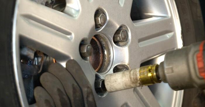 Wie schwer ist es, selbst zu reparieren: Bremsbeläge Volvo v50 mw 2.4 D5 2009 Tausch - Downloaden Sie sich illustrierte Anleitungen