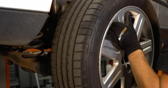 Bremsbeläge am VOLVO V50 (MW) 1.8 2008 wechseln – Laden Sie sich PDF-Handbücher und Videoanleitungen herunter