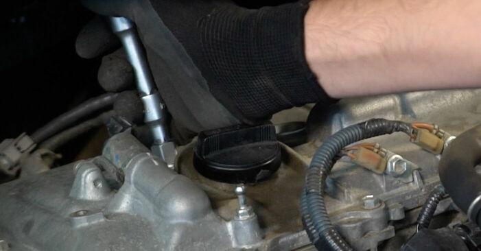 Austauschen Anleitung Zündkerzen am Toyota Auris e15 2009 1.4 D-4D (NDE150_) selbst
