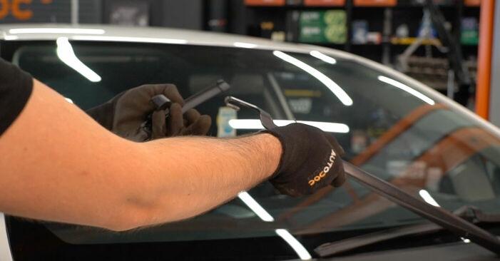 Toyota Auris e15 2.0 D-4D (ADE150_) 2008 Metlica brisalnika stekel zamenjava: brezplačni priročnik delavnice