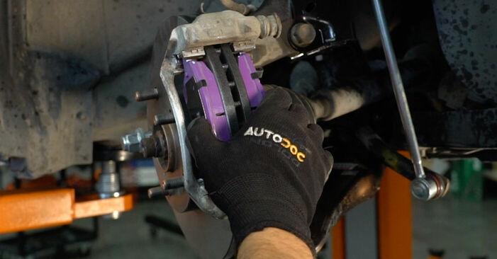 Schritt-für-Schritt-Anleitung zum selbstständigen Wechsel von Toyota Auris e15 2012 1.4 (ZZE150_) Bremsbeläge