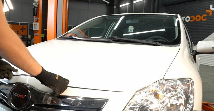 TOYOTA AURIS 2.0 D-4D (ADE150_) Bremsbeläge ausbauen: Anweisungen und Video-Tutorials online