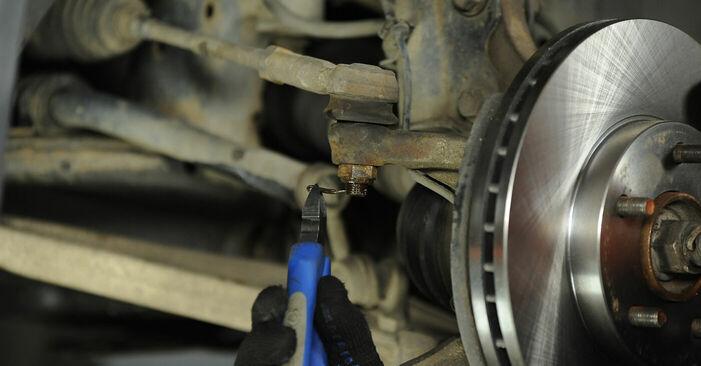 Wie schwer ist es, selbst zu reparieren: Spurstangenkopf Nissan X Trail t30 2.2 DCi FWD 2007 Tausch - Downloaden Sie sich illustrierte Anleitungen