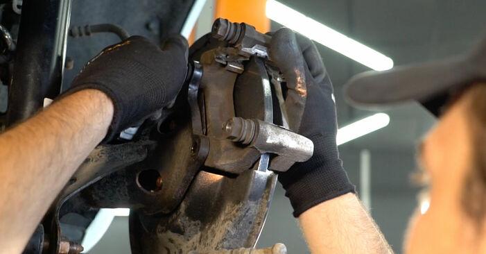 Recomendações passo a passo para a substituição de Toyota Auris e15 2012 1.4 (ZZE150_) Rolamento da Roda por si mesmo
