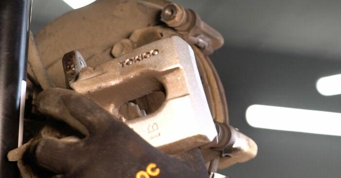 Mudar Discos de Travão no Toyota Auris e15 2007 não será um problema se você seguir este guia ilustrado passo a passo