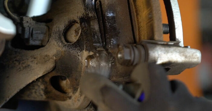 Substituindo Discos de Travão em Toyota Auris e15 2009 1.4 D-4D (NDE150_) por si mesmo