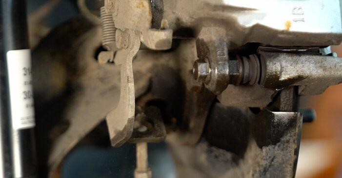 Quão difícil é efetuar a substituição de Discos de Travão no Toyota Auris e15 1.33 Dual-VVTi (NRE150_) 2012 por si mesmo - descarregue o guia ilustrado