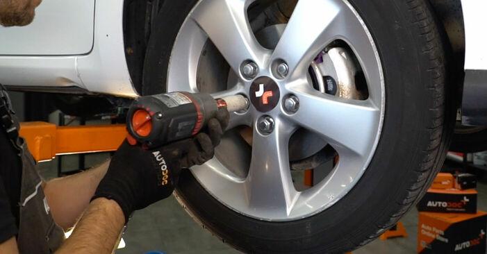 Austauschen Anleitung Querlenker am Toyota Auris e15 2009 1.4 D-4D (NDE150_) selbst