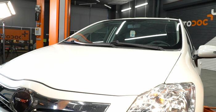 Wie Querlenker Toyota Auris e15 1.4 D-4D (NDE150_) 2006 tauschen - Kostenlose PDF- und Videoanleitungen