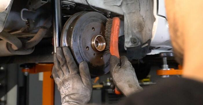 CITROËN C1 2012 -auton Pyöränlaakerit: vaihe-vaiheelta -vaihto-opas