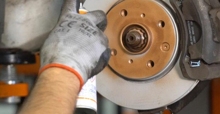 Tausch Tutorial Bremsscheiben am CITROËN C1 (PM_, PN_) 2007 wechselt - Tipps und Tricks