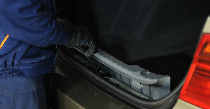 Schritt-für-Schritt-Anleitung zum selbstständigen Wechsel von BMW E90 2007 325i 2.5 Stoßdämpfer