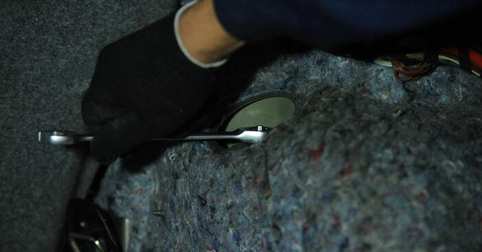 Austauschen Anleitung Stoßdämpfer am BMW E90 2010 320d 2.0 selbst