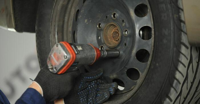 Stoßdämpfer BMW E90 318d 2.0 2008 wechseln: Kostenlose Reparaturhandbücher