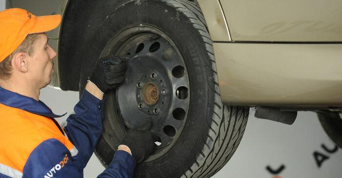 Wechseln Stoßdämpfer am BMW 3 (E90) 318i 2.0 2009 selber