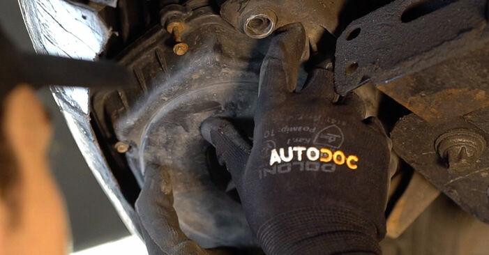 Wie schwer ist es, selbst zu reparieren: Luftfilter Alfa Romeo 159 Sportwagon 1.8 TBi 2011 Tausch - Downloaden Sie sich illustrierte Anleitungen