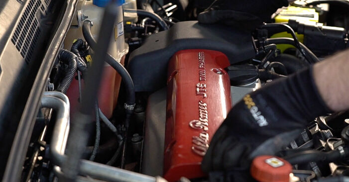 Wie Zündkerzen Alfa Romeo 159 Sportwagon 1.9 JTDM 16V 2005 tauschen - Kostenlose PDF- und Videoanleitungen