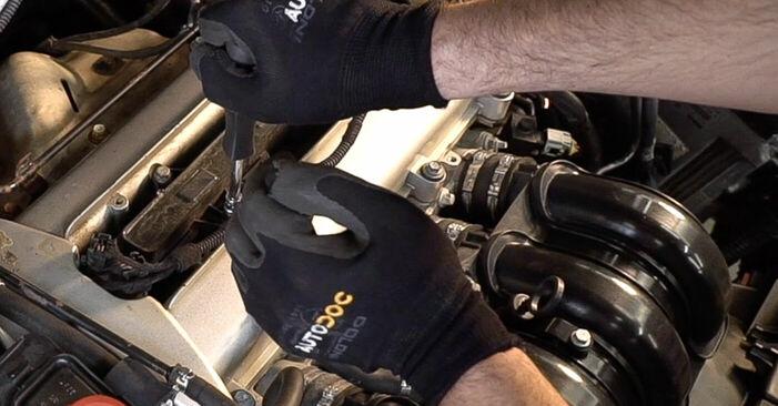 Zündkerzen am ALFA ROMEO 159 Sportwagon (939) 2.4 JTDM Q4 2010 wechseln – Laden Sie sich PDF-Handbücher und Videoanleitungen herunter
