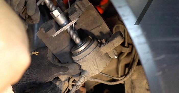 Tausch Tutorial Bremsbeläge am ALFA ROMEO 159 Sportwagon (939) 2009 wechselt - Tipps und Tricks