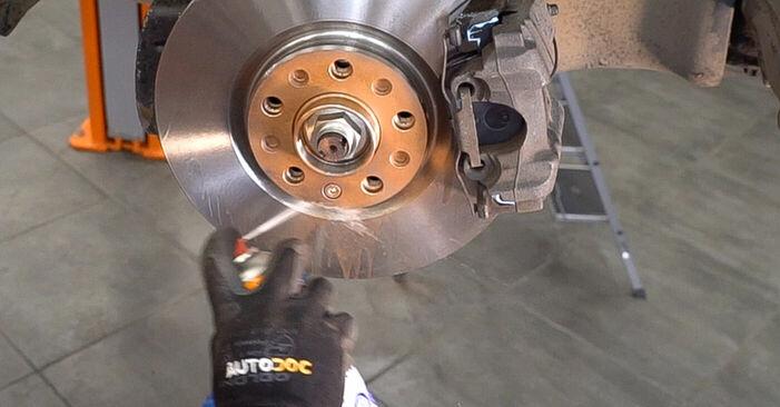 Wie schwer ist es, selbst zu reparieren: Bremsbeläge Alfa Romeo 159 Sportwagon 1.8 TBi 2011 Tausch - Downloaden Sie sich illustrierte Anleitungen