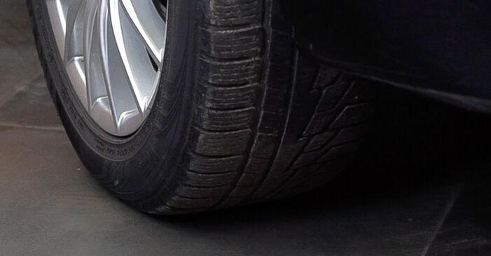 Austauschen Anleitung Bremsbeläge am Alfa Romeo 159 Sportwagon 2007 1.9 JTDM 16V selbst