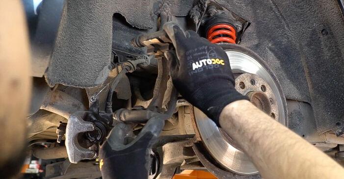 Wie man Bremsscheiben am ALFA ROMEO 159 Sportwagon (939) 2009 ersetzt - Hinweise und Ratschläge