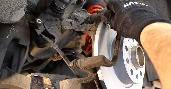 Wie problematisch ist es, selber zu reparieren: Bremsscheiben beim Alfa Romeo 159 Sportwagon 1.8 TBi 2011 auswechseln – Downloaden Sie sich bebilderte Tutorials