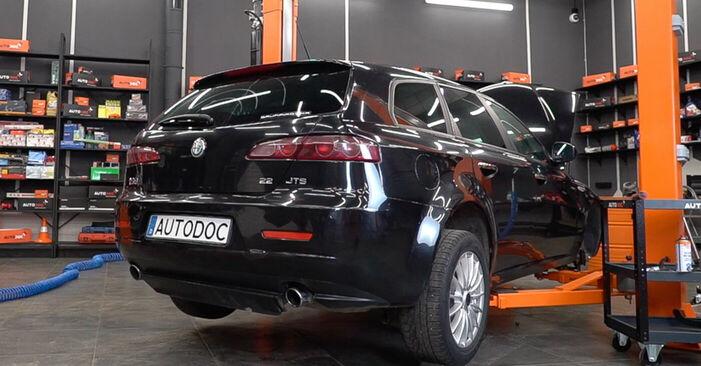 Wechseln Sie Bremsscheiben beim ALFA ROMEO 159 Sportwagon (939) 1.9 JTDM 8V 2008 selbst aus