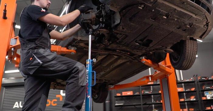 Wie Stoßdämpfer Ford Focus mk2 Limousine 1.6 TDCi 2004 tauschen - Kostenlose PDF- und Videoanleitungen