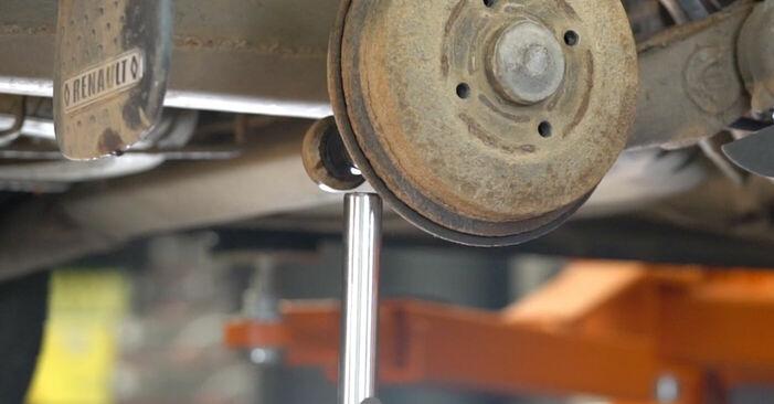 Recommandations étape par étape pour remplacer soi-même Renault Kangoo kc01 2010 1.2 16V Amortisseurs