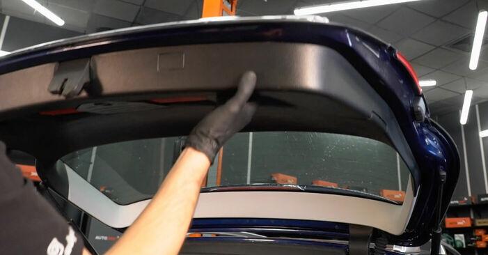 Kuinka vaihtaa VW PASSAT Variant (3C5) 2.0 TDI 2006 -auton Takaluukun Kaasujousi – vaiheittaiset ohjekirjat ja video-oppaat