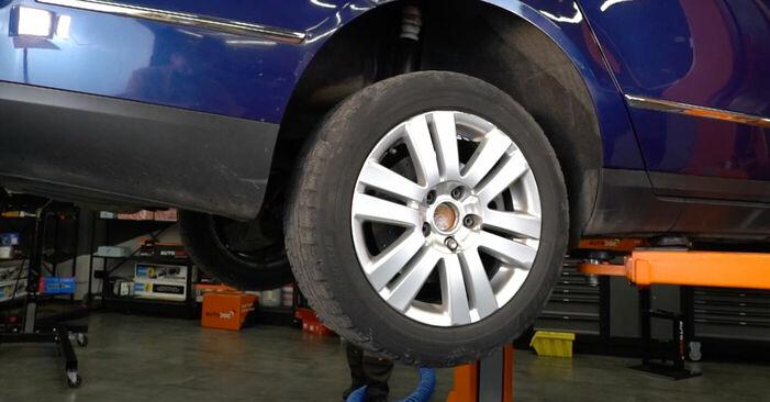 Wie VW PASSAT 2.0 TDI 4motion 2009 Koppelstange ausbauen - Einfach zu verstehende Anleitungen online