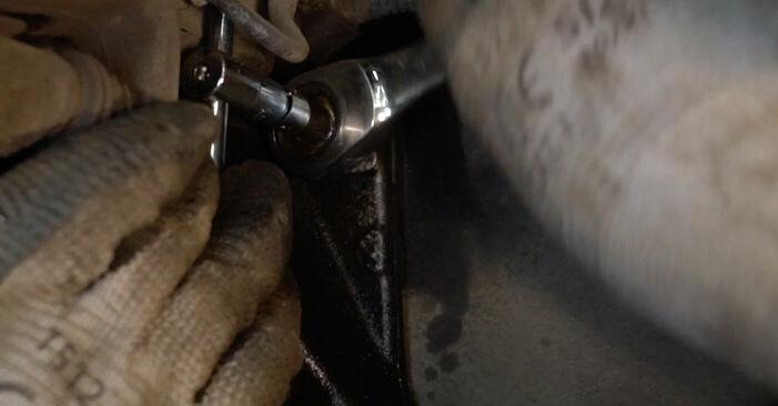Koppelstange beim VW PASSAT 1.6 TDI 2006 selber erneuern - DIY-Manual