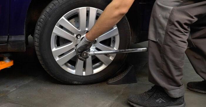 VW PASSAT 2.0 TDI 16V Spurstangenkopf ausbauen: Anweisungen und Video-Tutorials online