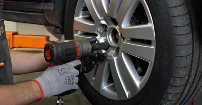 Wechseln Spurstangenkopf am VW PASSAT Variant (3C5) 2.0 FSI 2008 selber