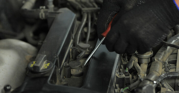 Zündkerzen Ford Mondeo bwy 2.0 16V TDDi / TDCi 2002 wechseln: Kostenlose Reparaturhandbücher
