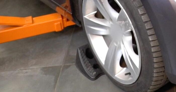 Wymiana Końcówka drążka kierowniczego poprzecznego Ford Mondeo bwy 2000 - darmowe instrukcje PDF i wideo