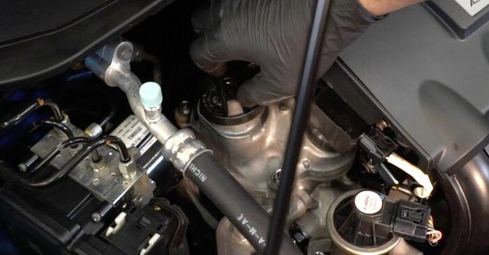 Ölfilter Ihres Honda Insight ZE2/ZE3 1.3 Hybrid (ZE28, ZE2) 2017 selbst Wechsel - Gratis Tutorial