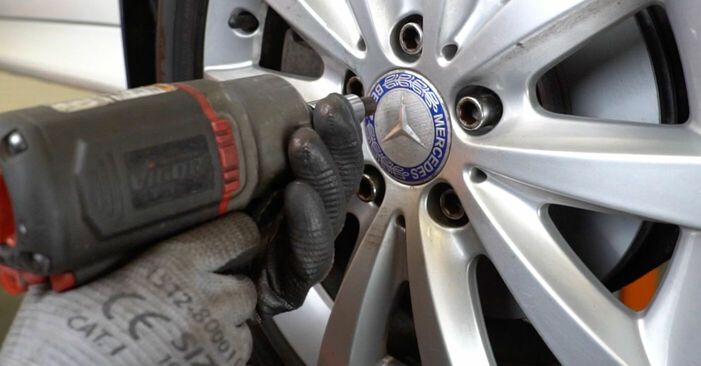 How to replace MERCEDES-BENZ B-Class (W245) B 180 CDI 2.0 (245.207) 2005 Anti Roll Bar Links - step-by-step manuals and video guides