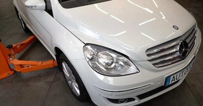 Wie Querlenker Mercedes W245 B 180 CDI 2.0 (245.207) 2004 tauschen - Kostenlose PDF- und Videoanleitungen