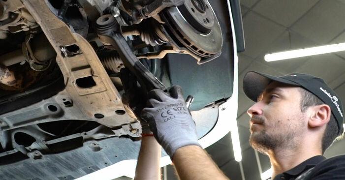 Schritt-für-Schritt-Anleitung zum selbstständigen Wechsel von Mercedes W245 2008 B 150 1.5 (245.231) Querlenker