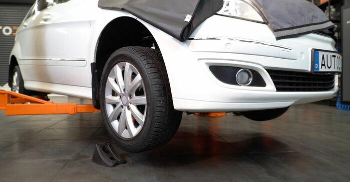 Querlenker Mercedes W245 B 170 1.7 (245.232) 2006 wechseln: Kostenlose Reparaturhandbücher