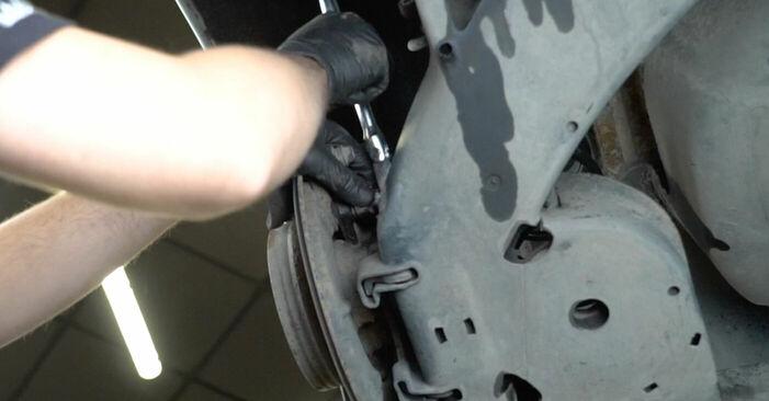 Austauschen Anleitung Radlager am Mercedes W245 2005 B 180 CDI 2.0 (245.207) selbst