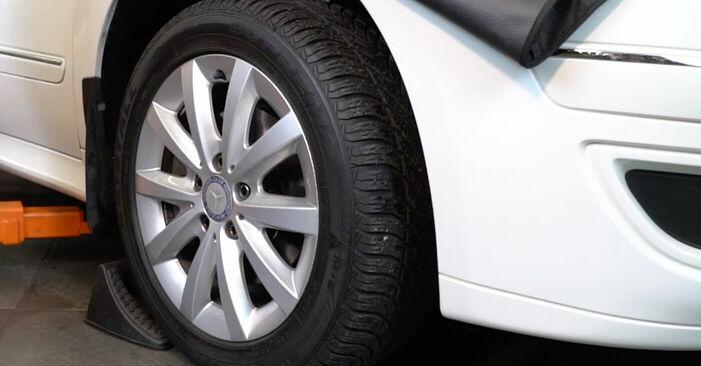 Wie Spurstangenkopf Mercedes W245 B 180 CDI 2.0 (245.207) 2004 tauschen - Kostenlose PDF- und Videoanleitungen